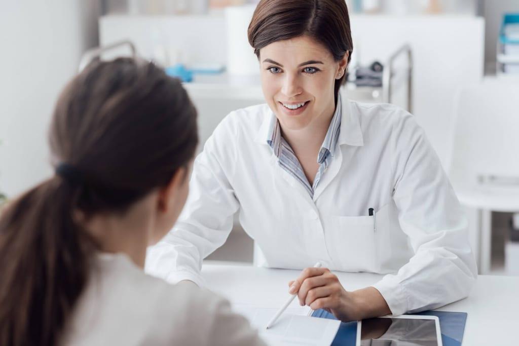 doctor-explain-botox-patient-migraine
